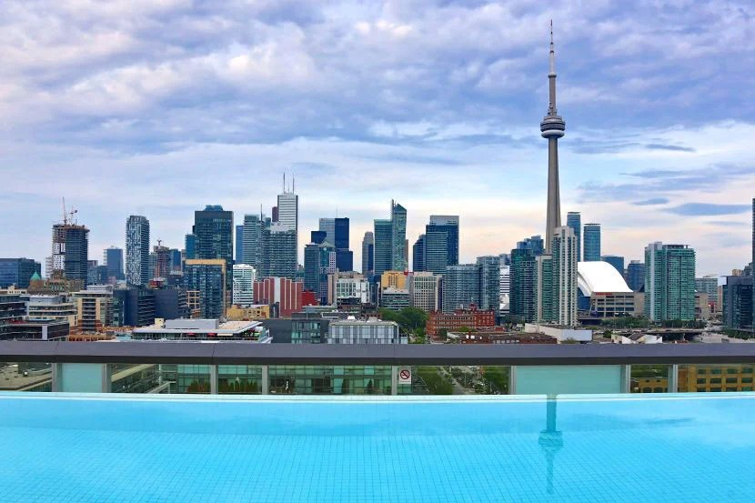 Enjoy some serious craft cocktails at the Thompson Toronto rooftop pool.