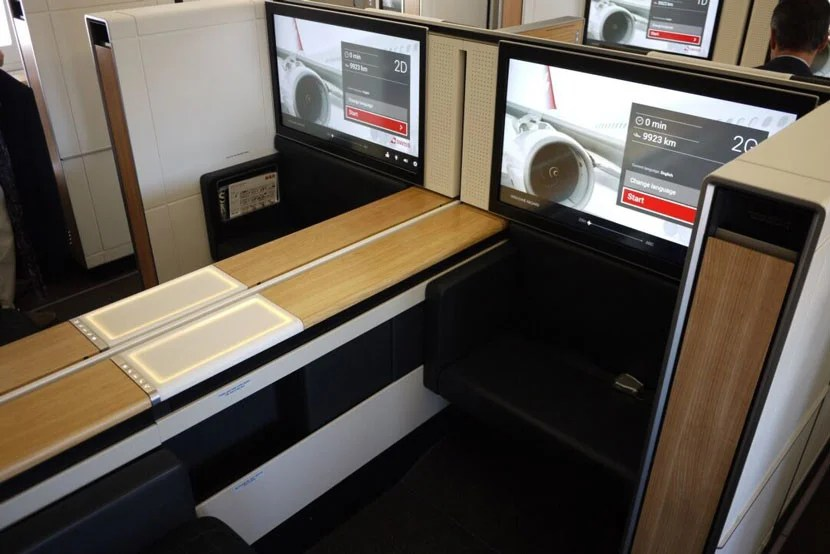 img-swiss-first-seats-wood