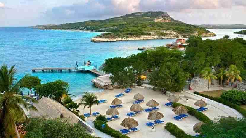Enjoy the beach at the Hilton Curacao. Image courtesy of Hilton.