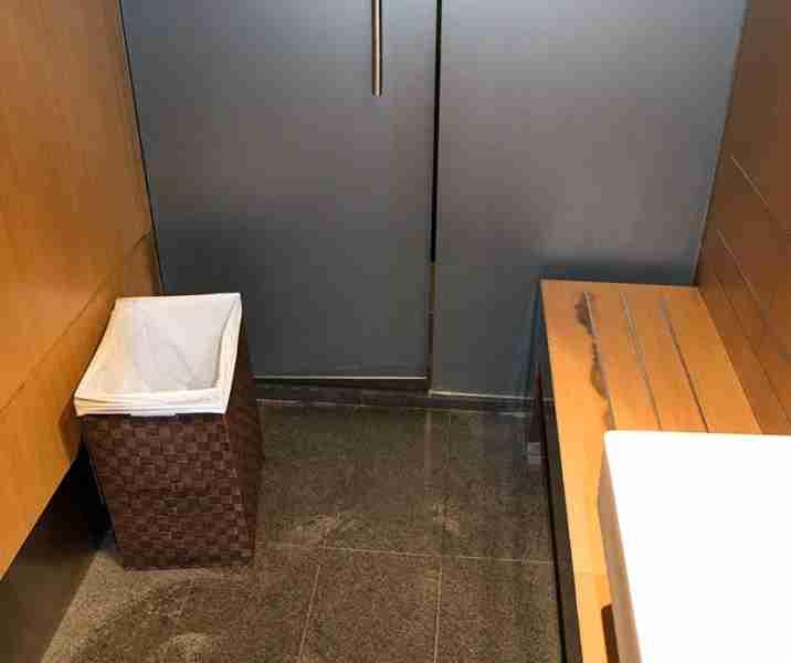 830 shower cubicle_SAM3671
