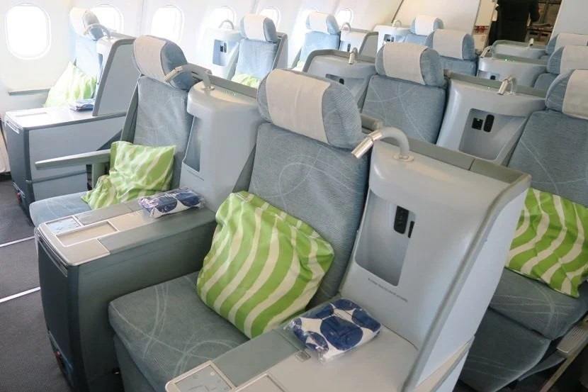 The middle seats are in arranged as staggered two-seat rows.