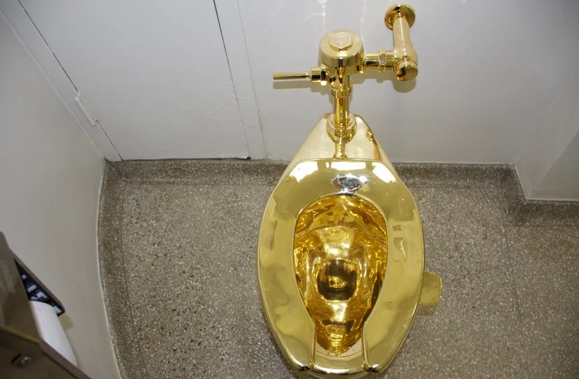 Technically  you can use this solid gold throne  but in practice you  probably won t have enough time People Wait Hours to See This Solid Gold Toilet in NYC. Solid Gold Toilet Seat. Home Design Ideas