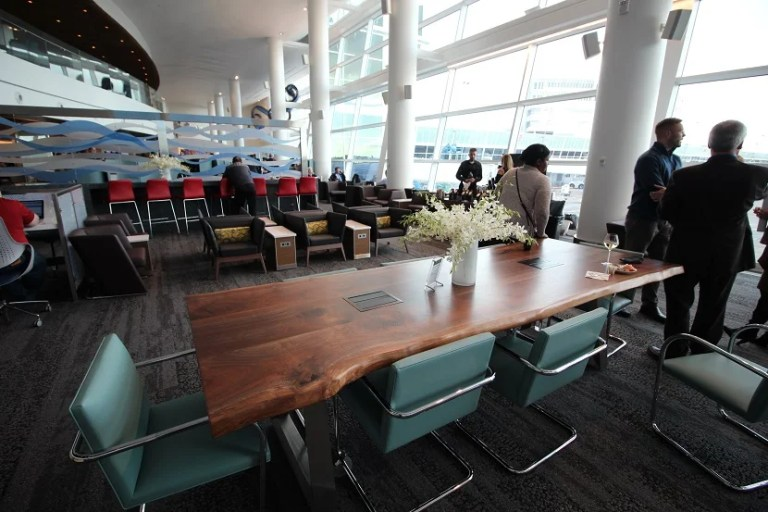 img-delta-sky-club-seattle-conference-table