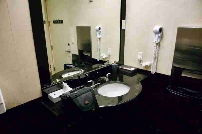 SilverKris Lounge SFO bathroom vanity