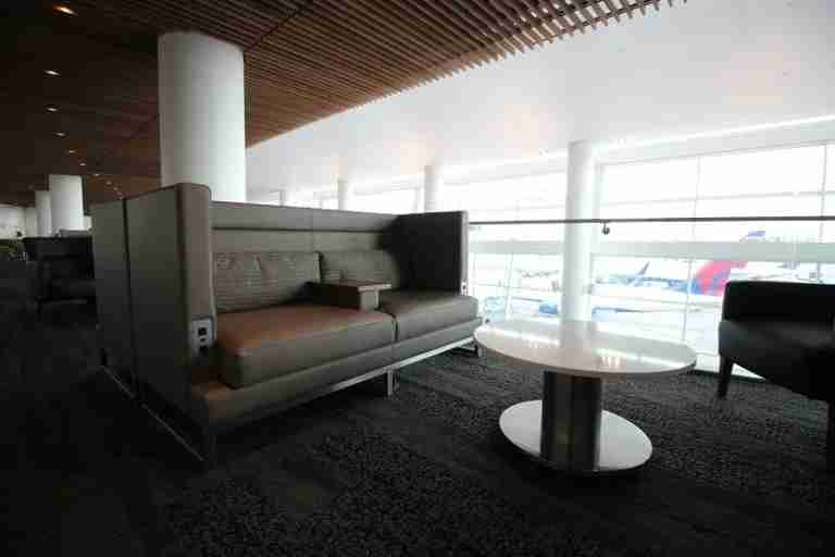 img-delta-sky-club-seattle-balcony-furniture