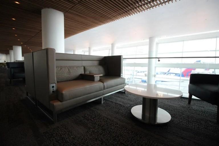 img-delta-sky-club-seattle-balcony-furniture