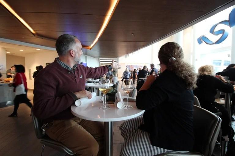 img-delta-sky-club-seattle-bar-high-table