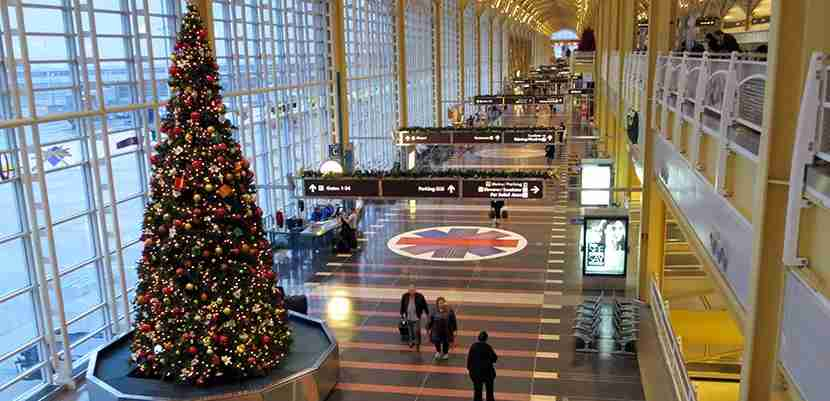 Christmas tree in the airport. Image courtesy of Daniel Lobo via Flickr.