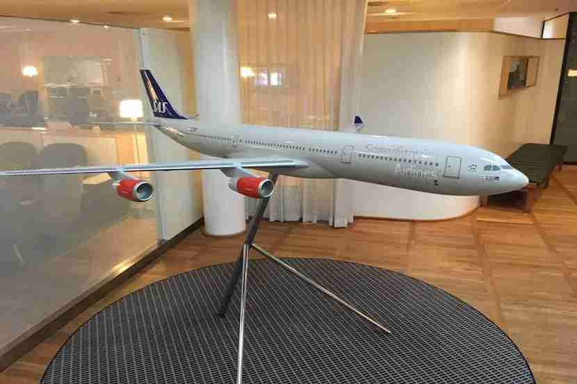 Love when airlines have models of its own aircraft.