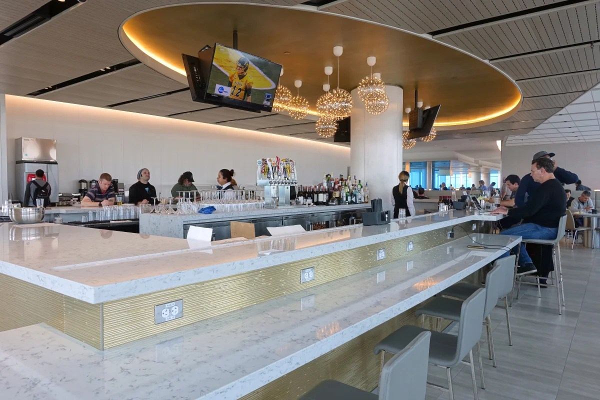 Review United Club Los Angeles Lax