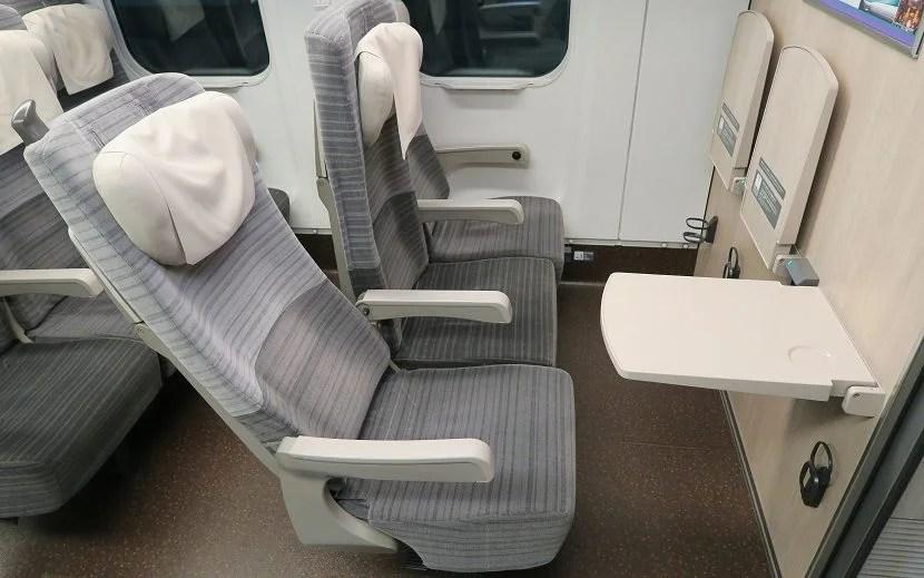 jr-bulkhead-recline-and-traytable