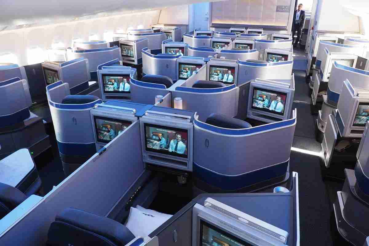 United 777-300ER 77W Polaris Business Class Preview