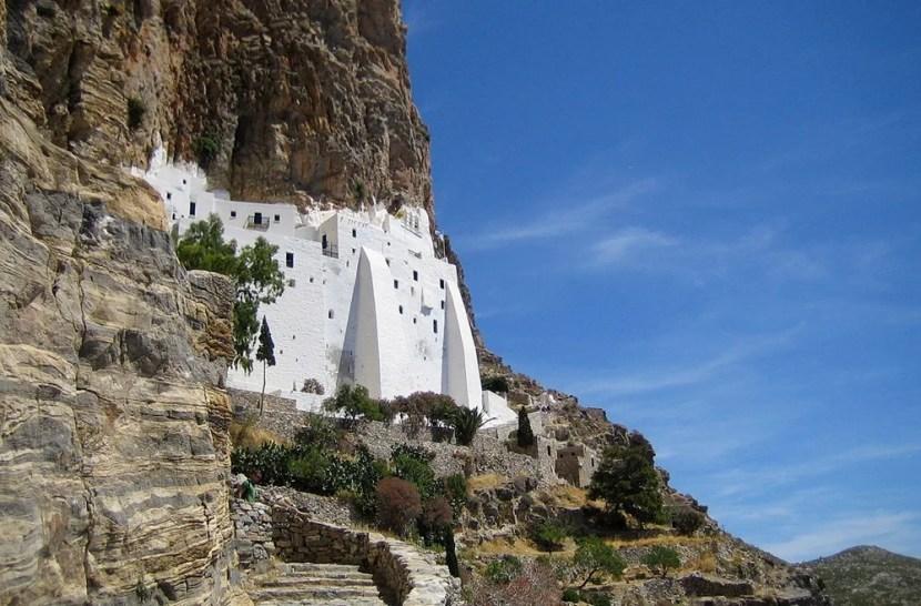 Le monastère de Hozoviotissa sur Amorgos.  Avec l'aimable autorisation de Teddy à Wts Wikivoyage via Wikimedia Commons.
