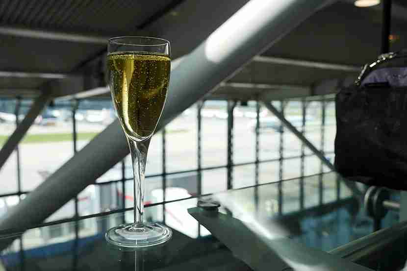 BA LHR - MSY CW T5B business lounge champagne request