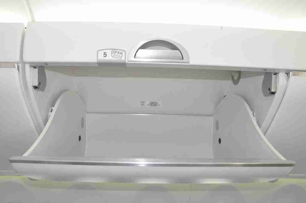 Roomy overhead bins on the Bombardier CS300