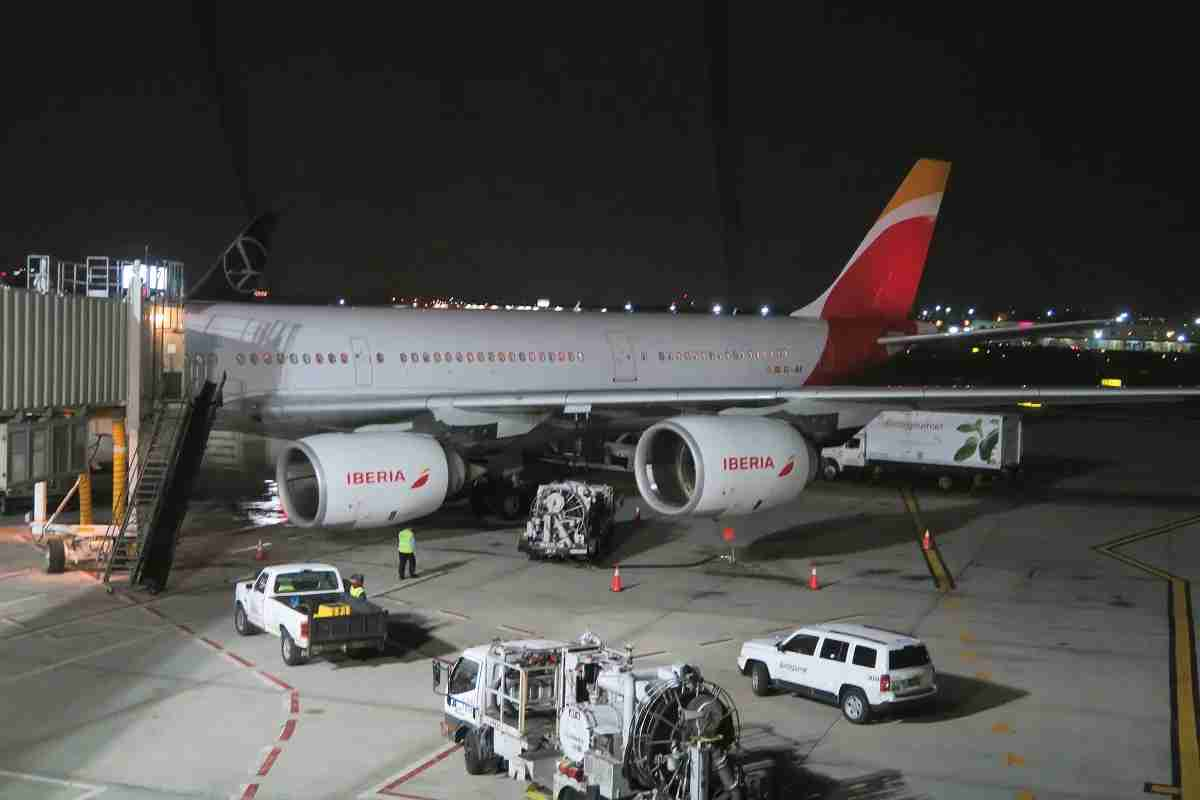 Iberia A340-600 boarding night exterior