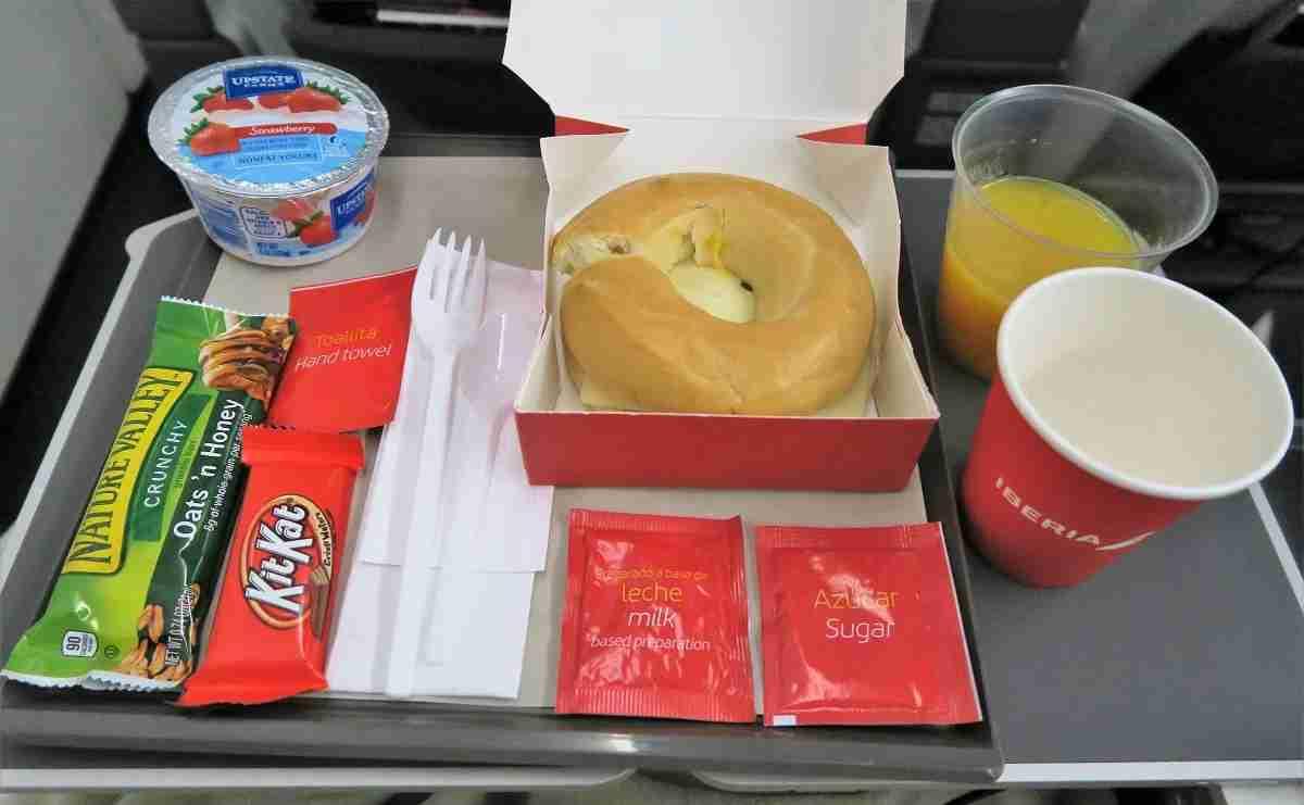 Iberia A340-600 premium economy breakfast