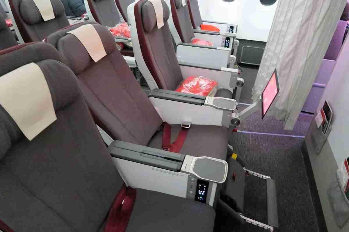 Iberia A340-600 premium economy bulkhead