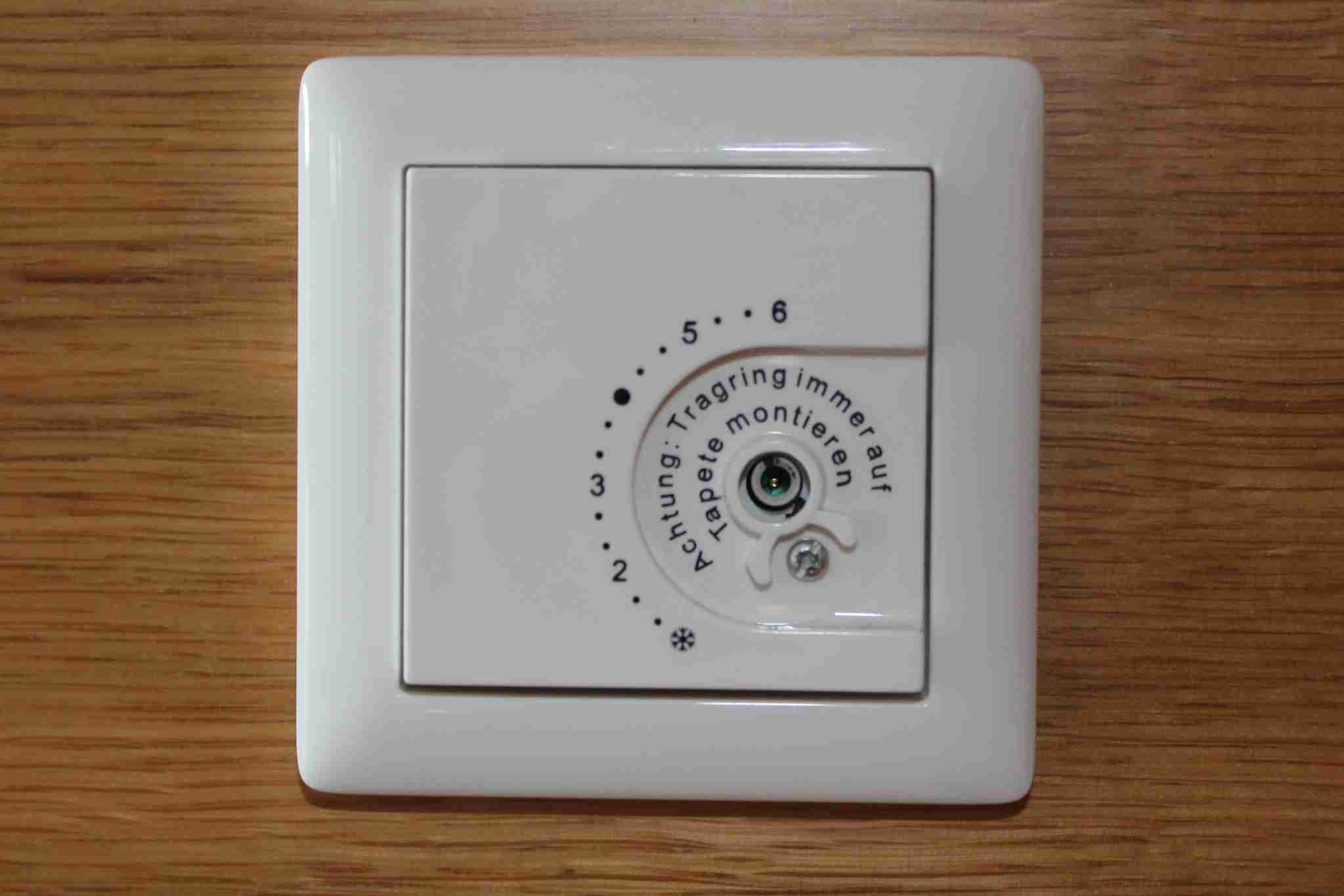 The dial to adjust room temperature was broken and could not be used.
