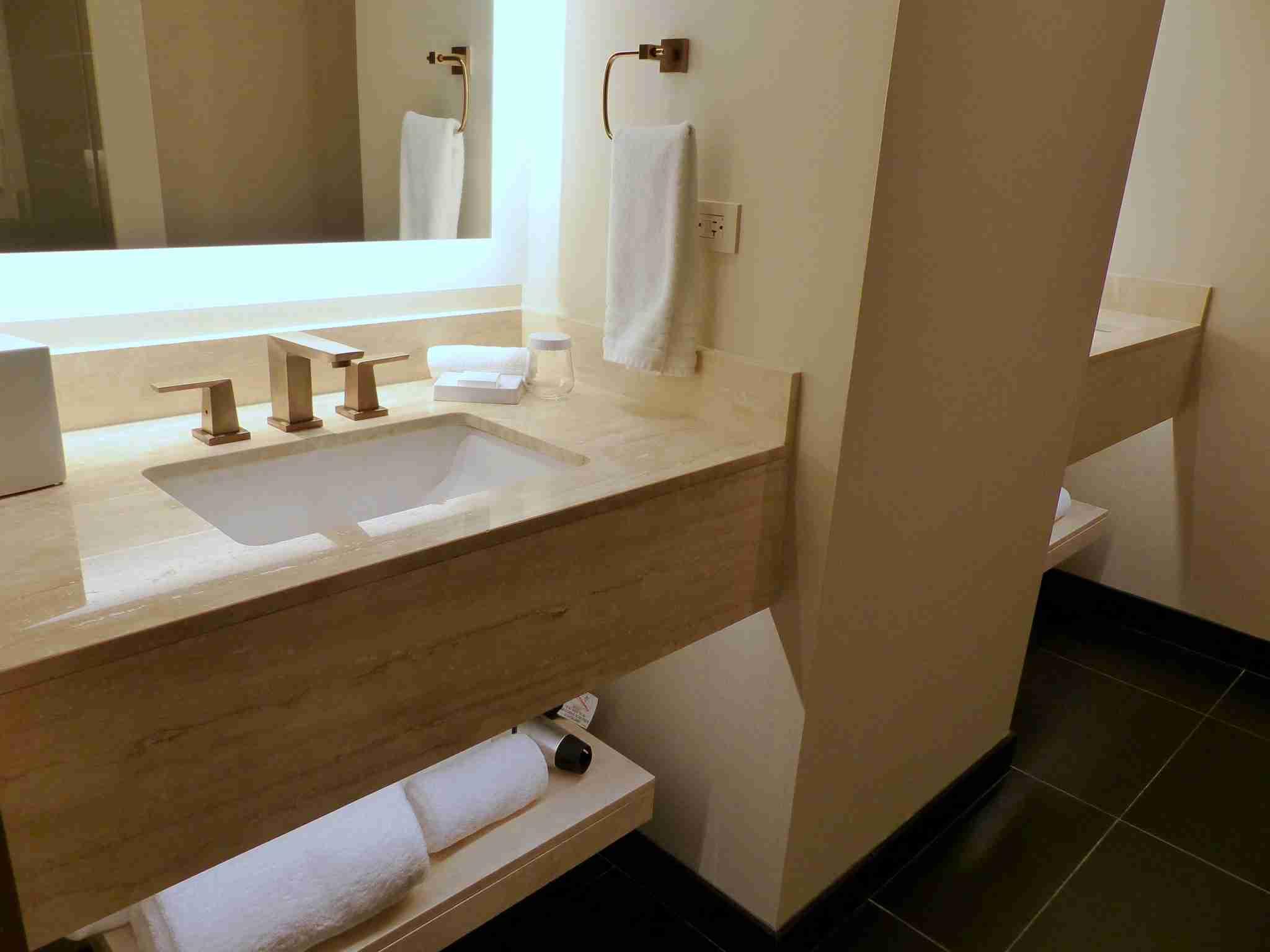 img-conrad-bathroom