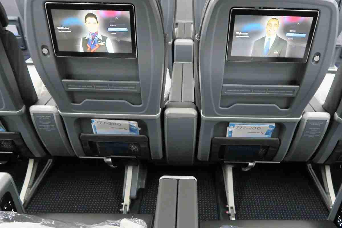 AA 772 premium economy footrests