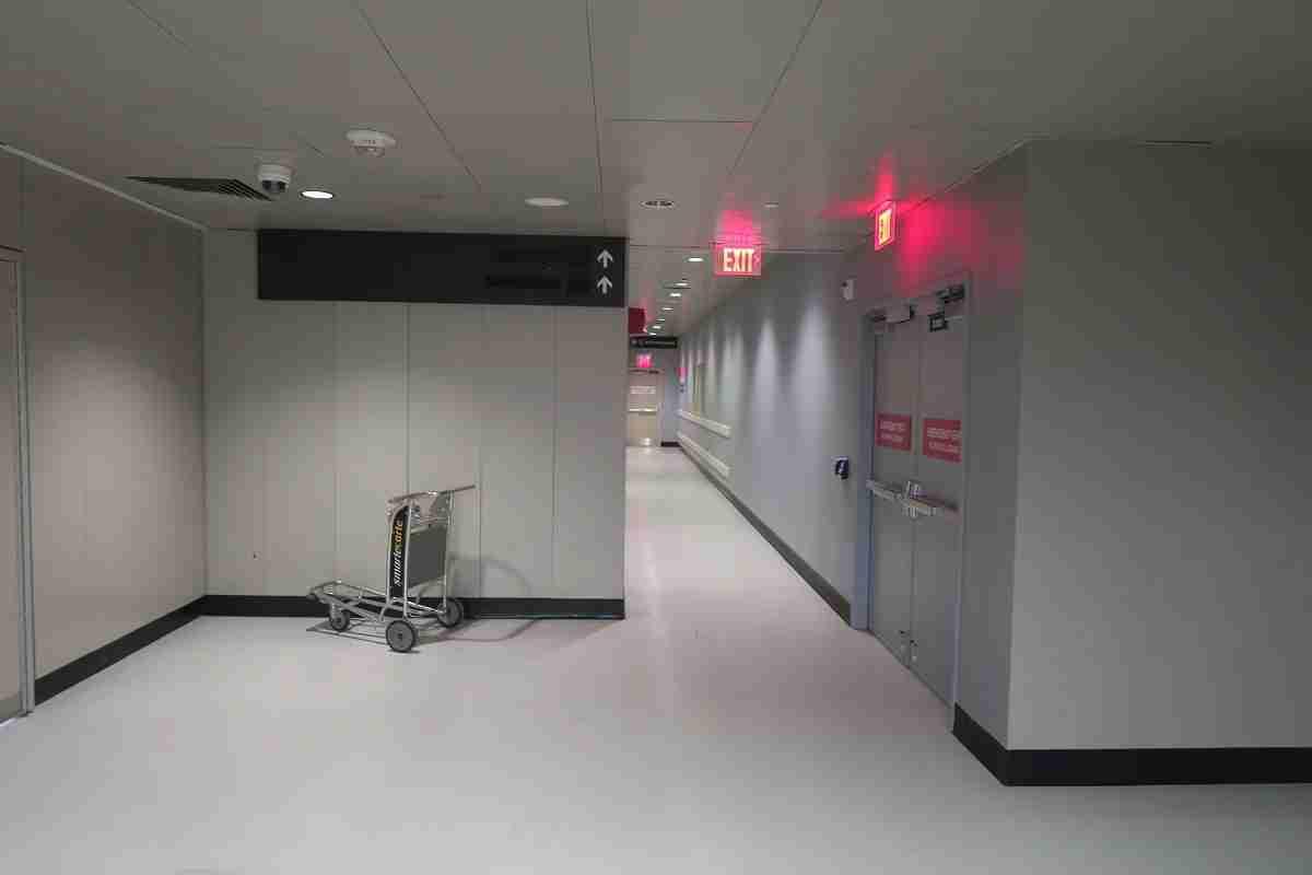 BOS Air France lounge hallway