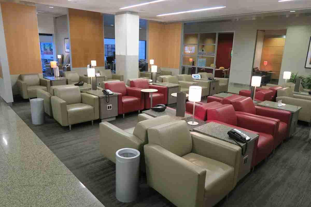 An empty Admirals Club in BOS