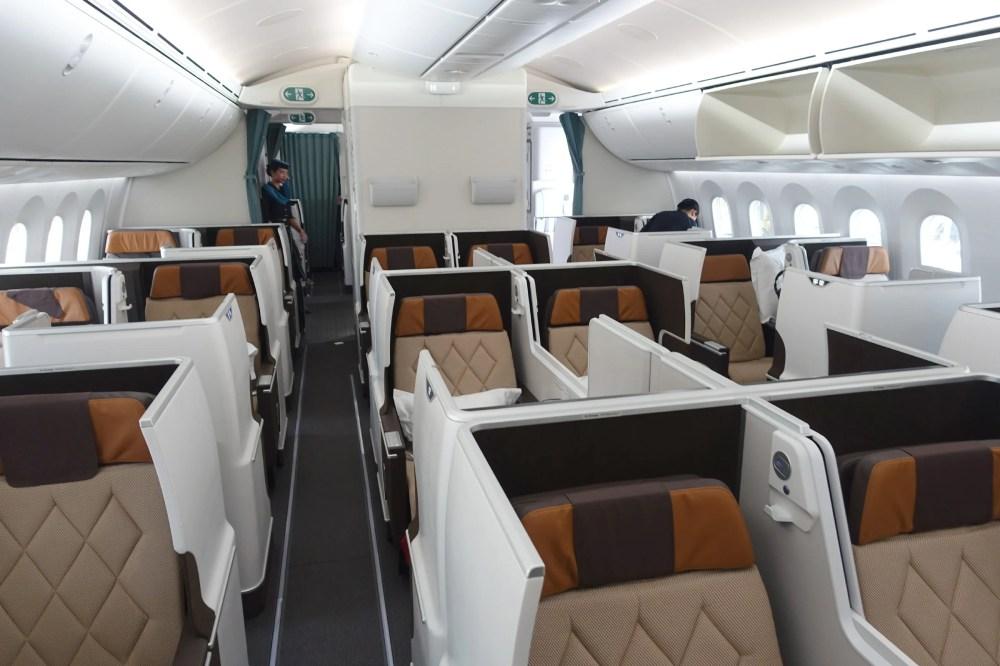 medium resolution of oman air 787 9 cdg mct review