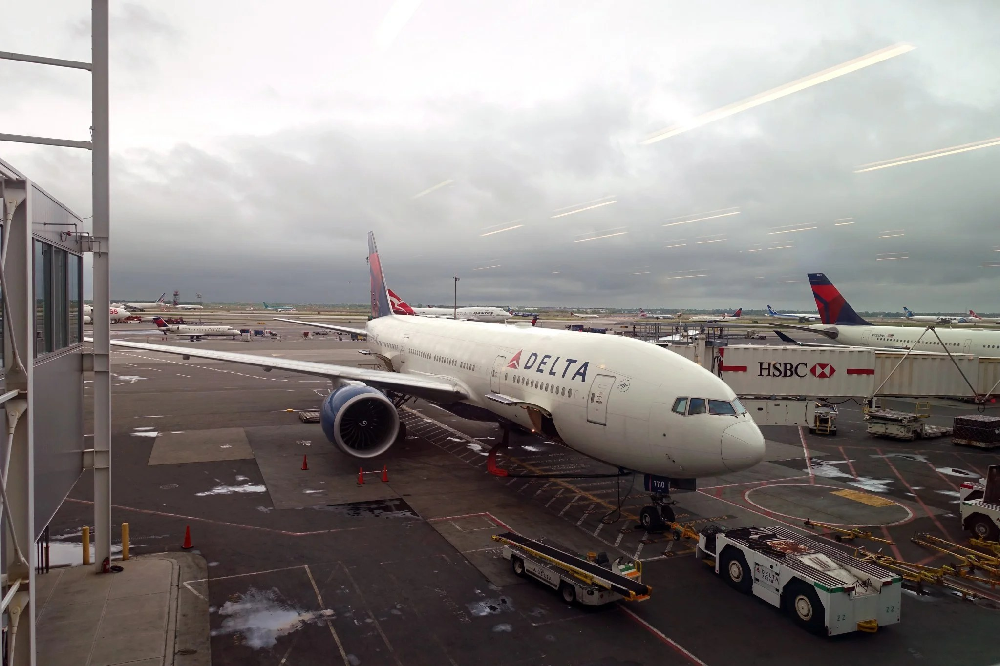 flight review delta 777200lr economy jfk to barcelona
