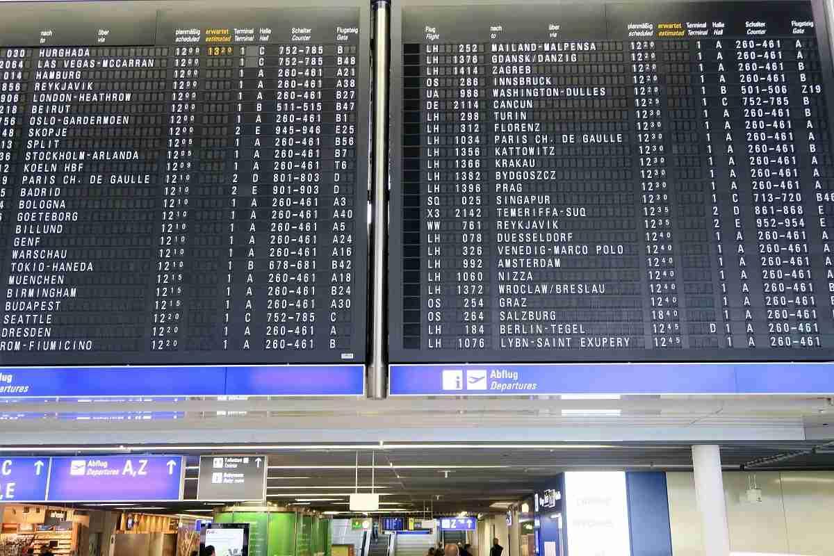 Frankfurt FRA departures board