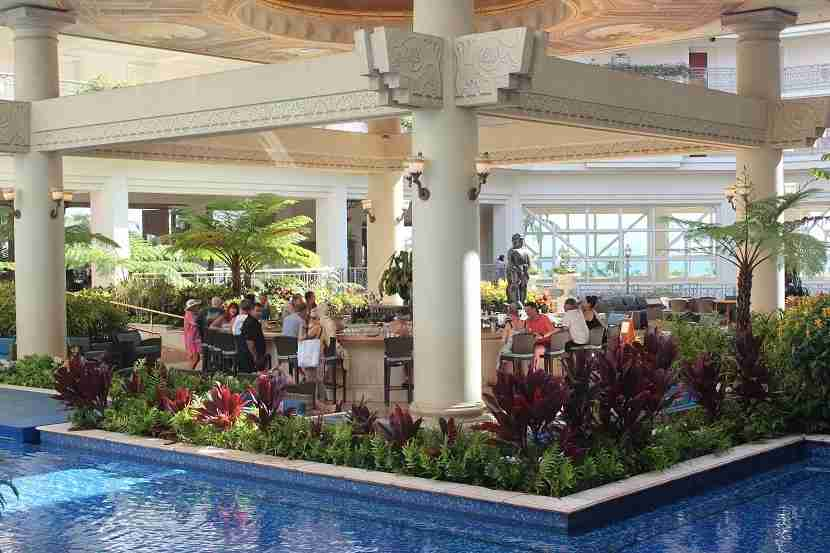 IMG Grand Wailea Botero Lounge
