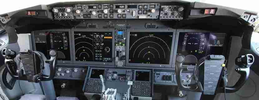 IMG Norwegian Air Boeing 737 MAX 8 cockpit screens