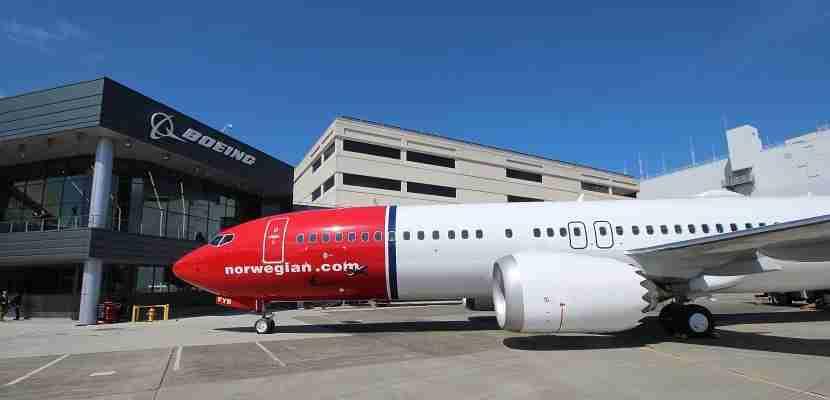 IMG Norwegian Air Boeing 737 MAX 8 side