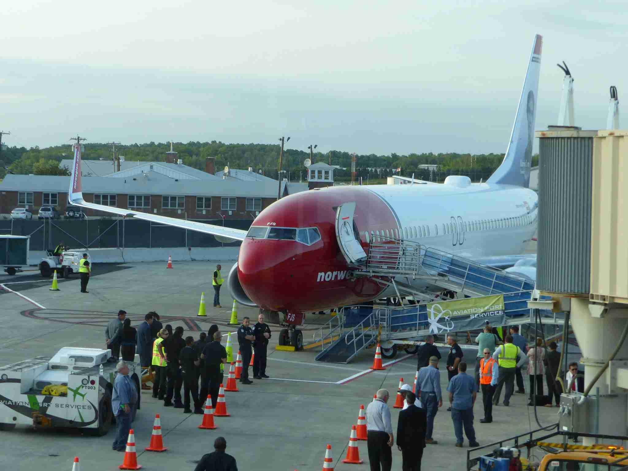 IMG-Norwegian-Edinburgh-plane