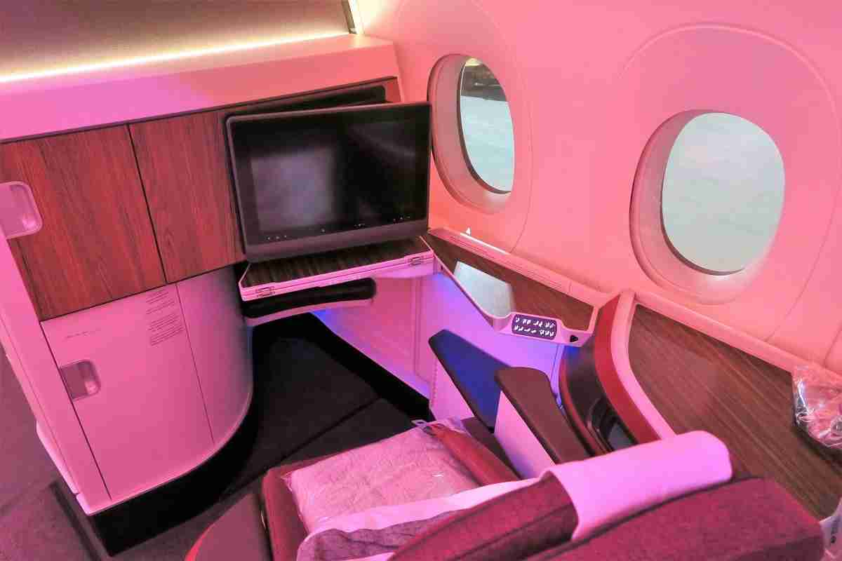Qatar A350 business bulkhead seat