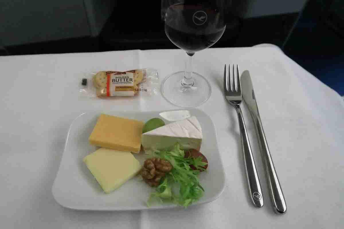 Lufthansa 747-8 748 business class IAD-FRA dessert