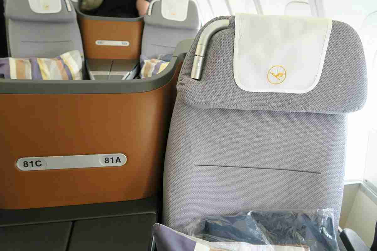 Lufthansa 747-8 748 business class reading light and headrest