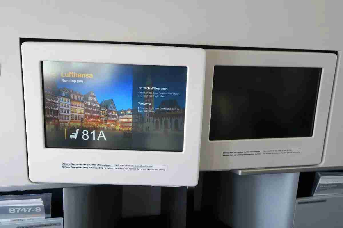 Lufthansa 747-8 748 business class tilting screen