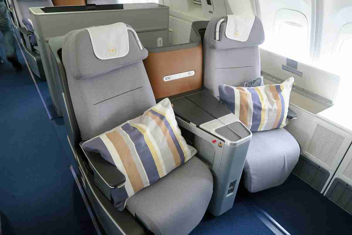 Lufthansa 747-8 748 upper deck business class storage seats and amenities