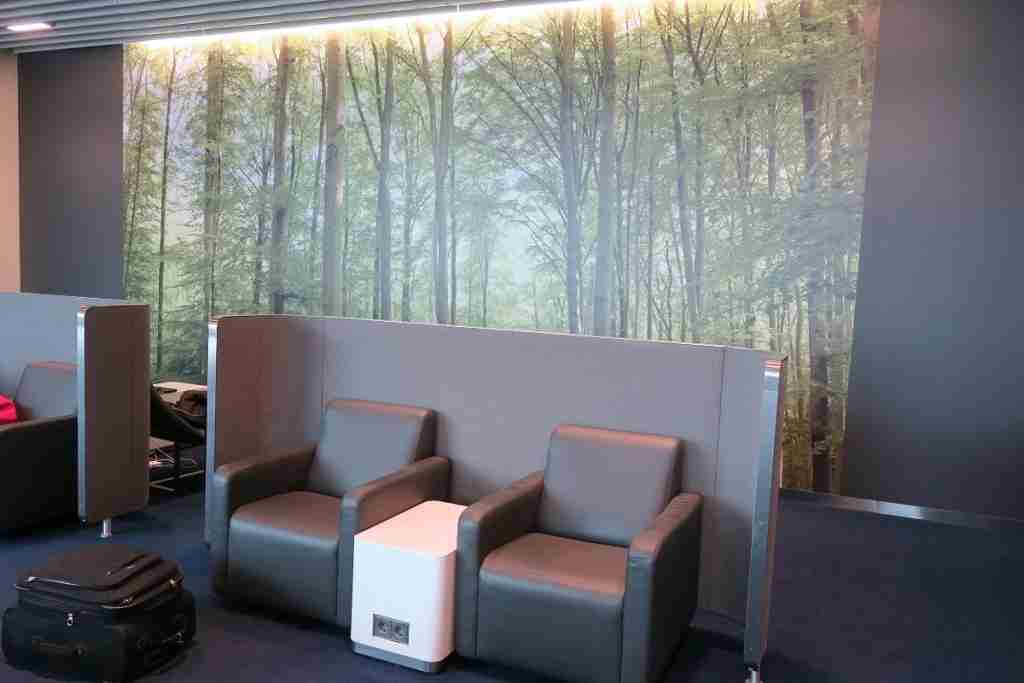 Lufthansa Busines Class Lounge FRA Frankfurt - modern-feel seating