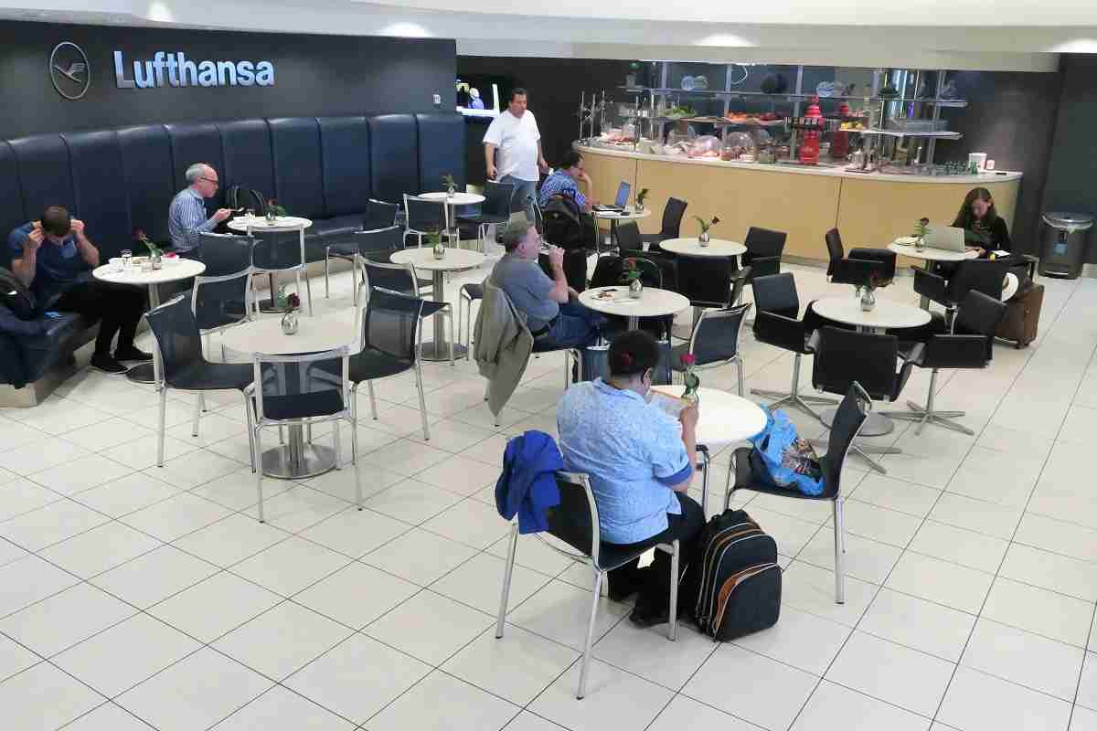 Lufthansa IAD Dulles Business Lounge dining room