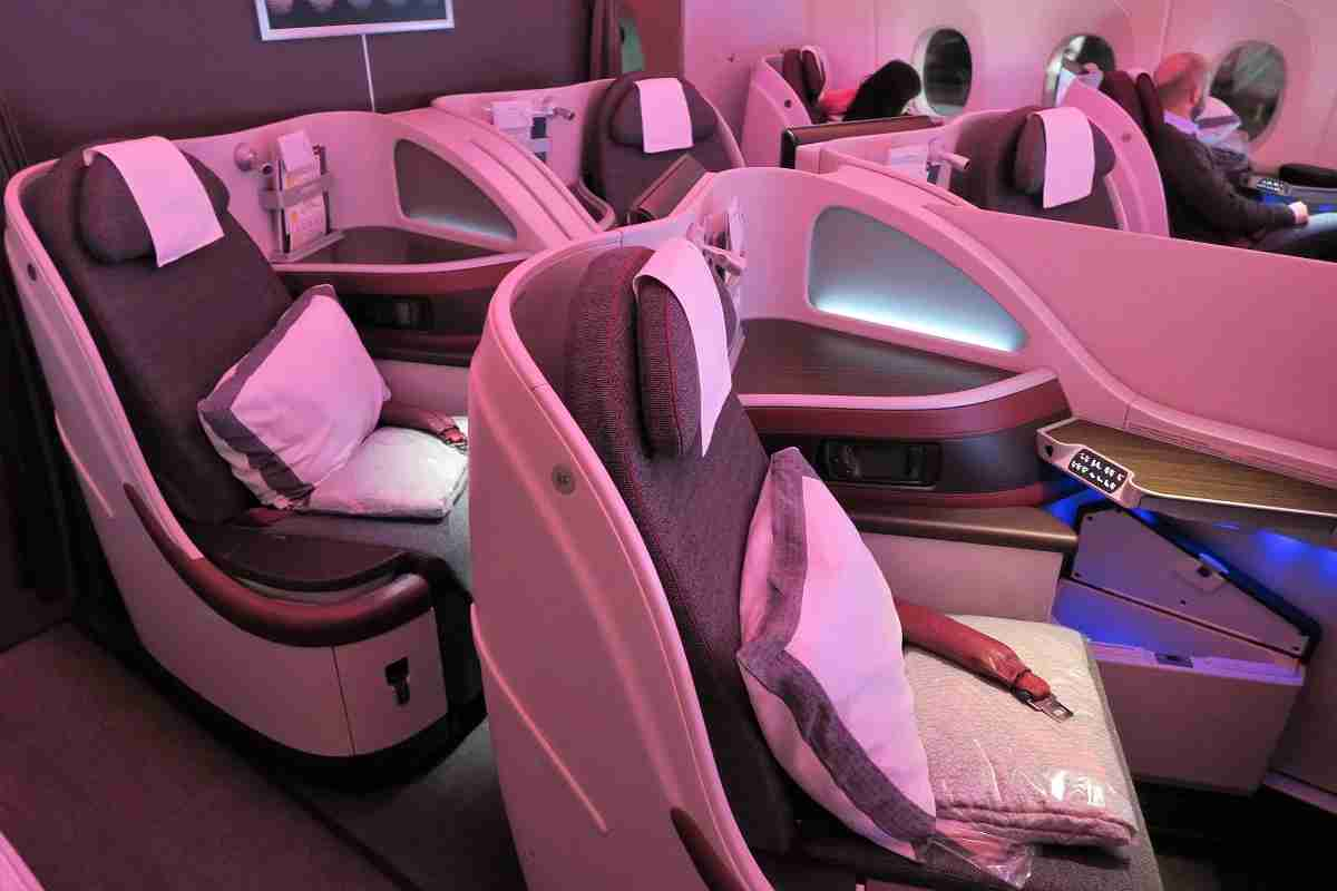 Qatar A350 business back middle seats