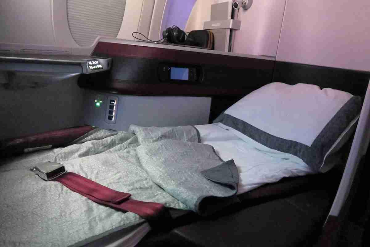 Qatar A350 business class seat lieflat