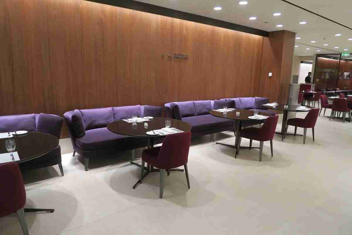 Qatar business class arrivals lounge - dining area