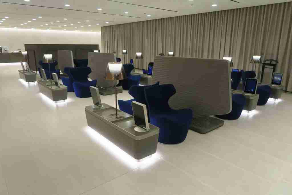 Qatar business class arrivals lounge - seating