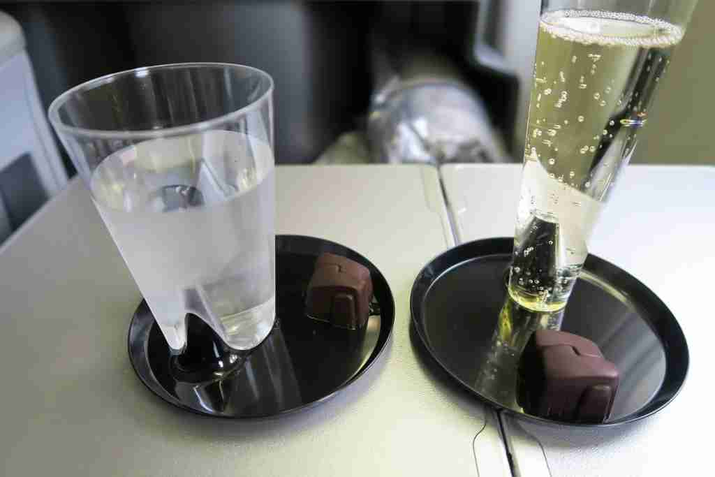 United 777 Polaris Business FRA-IAD welcome drink