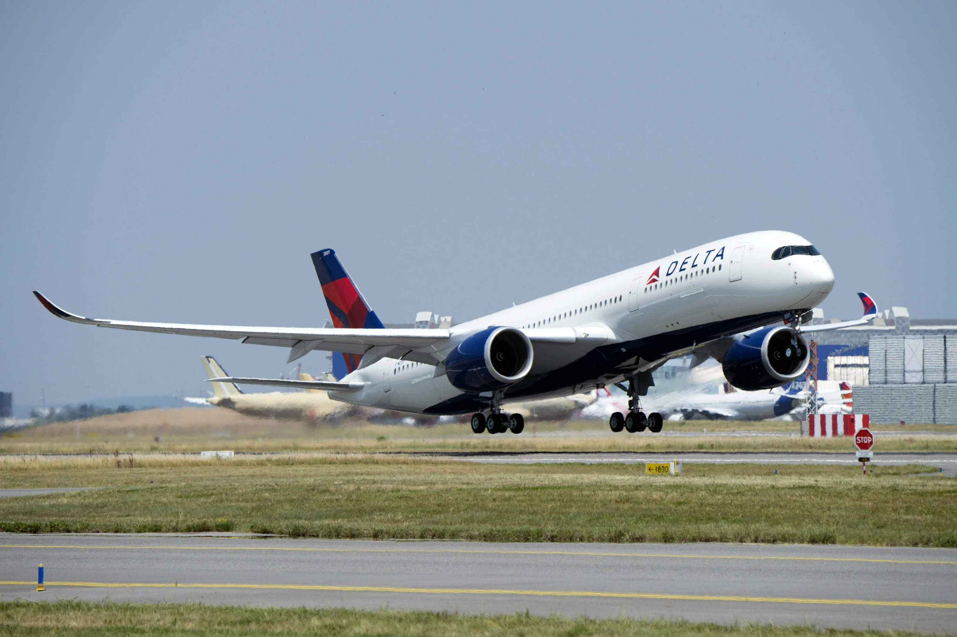 delta quietly takes delivery of its first airbus a350