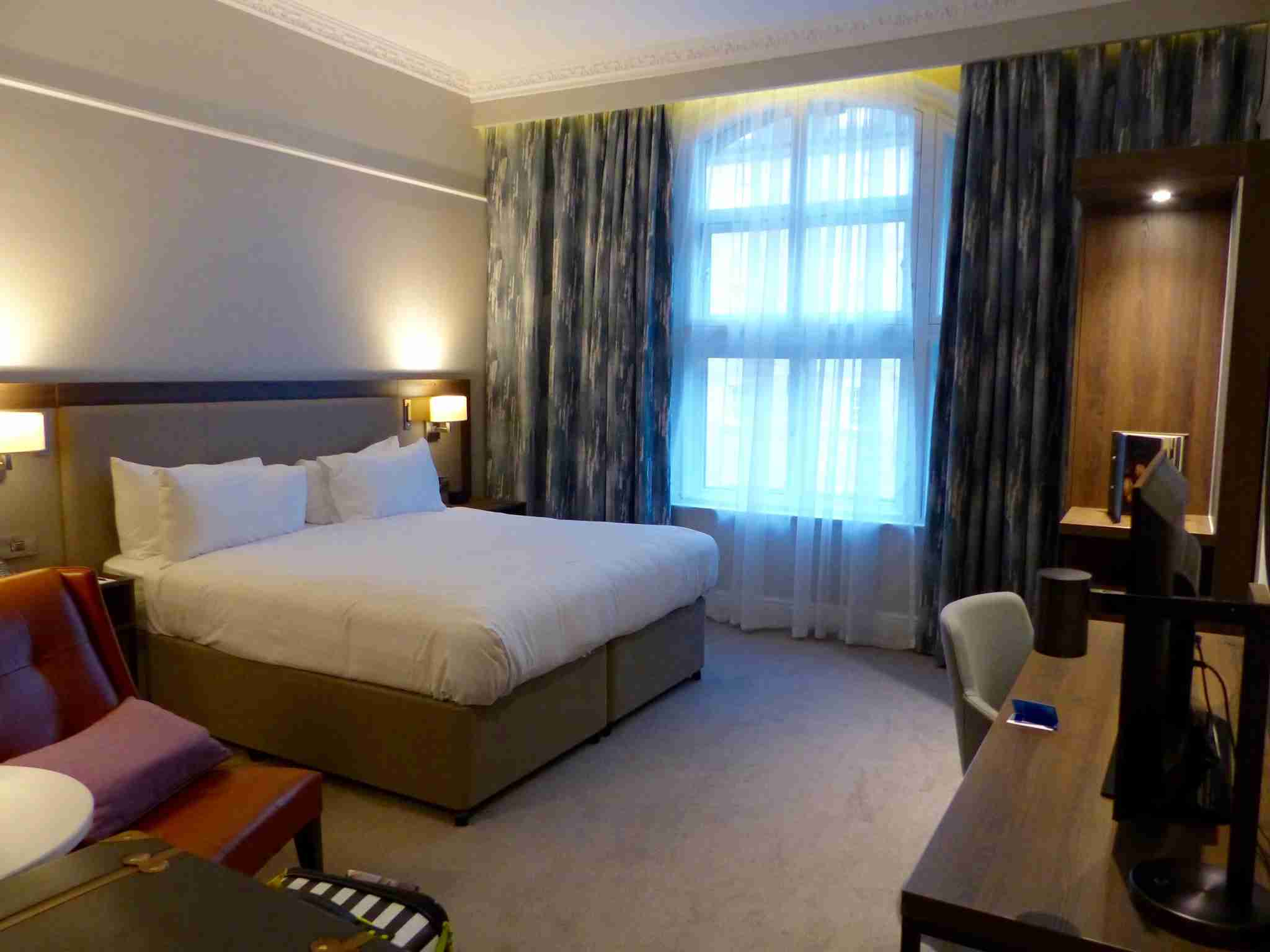 IMG-Edinburgh-Hilton-bed