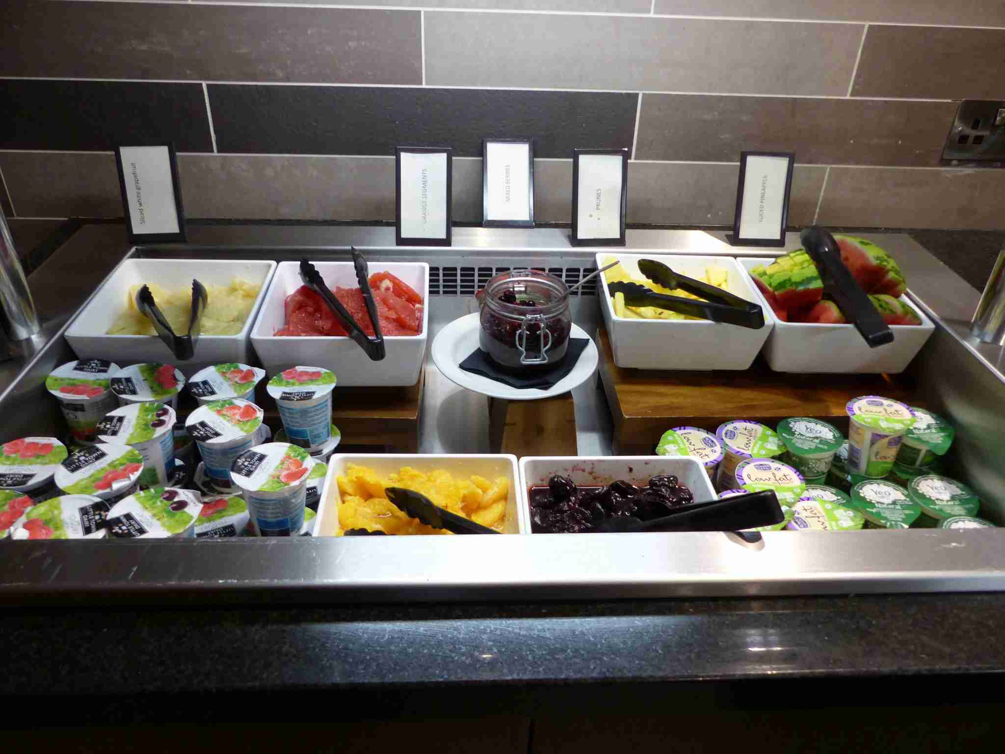 IMG-Edinburgh-Hilton-fruit-yogurt