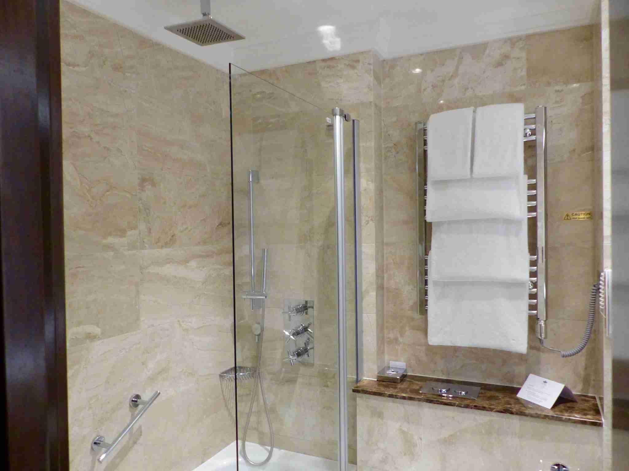 IMG-Westbury-Shower